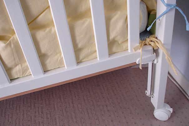 Bercer bébé grâce au lit à roulettes