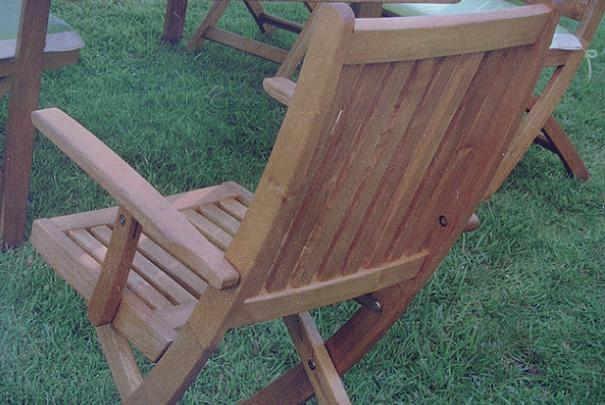 Entretien d\'un salon de jardin en bois de robinier