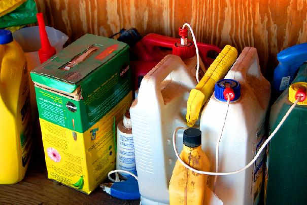 Comment éviter que les enfants touchent aux produits ménagers toxiques ?