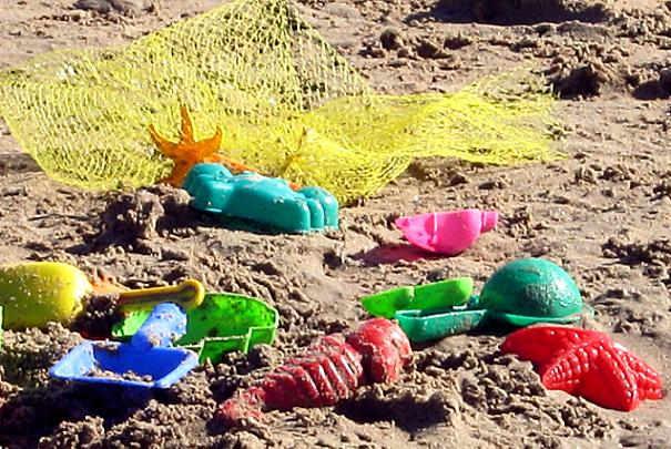 Comment enlever rapidement le sable des jouets des enfants ?