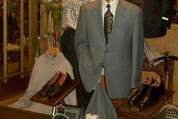 Comment transporter un pantalon de costume sans le froisser ?