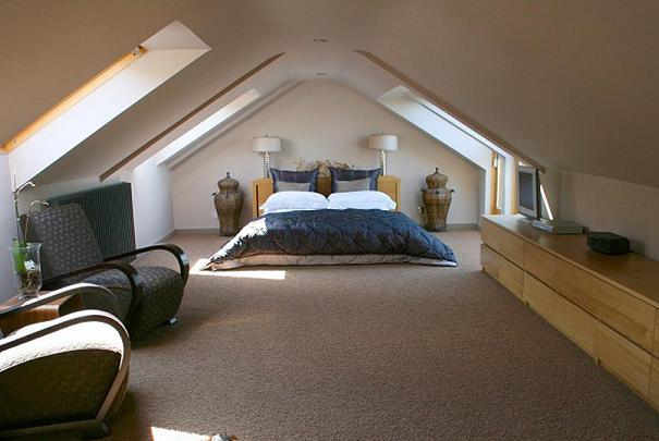 Attic bedrooms bedroom decorations bedroom well for Amenager chambre