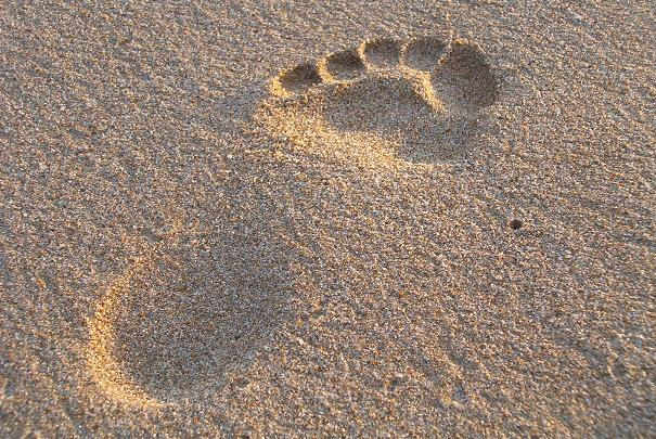 Détendre des pieds échauffés