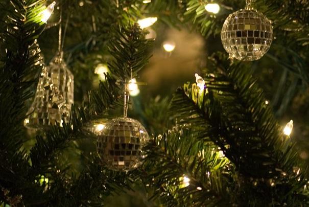 Conserver son sapin de Noël plus longtemps