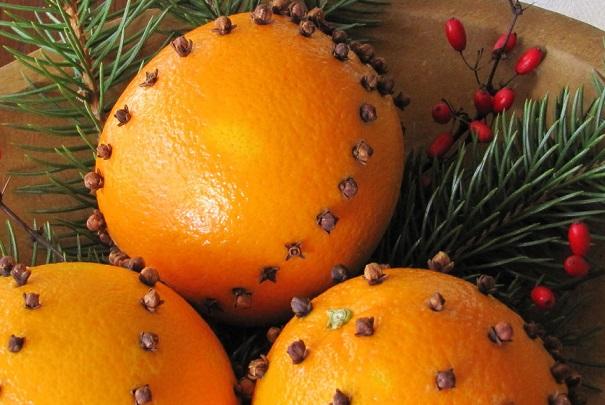 Parfumer la maison d'oranges aux clous de girofle