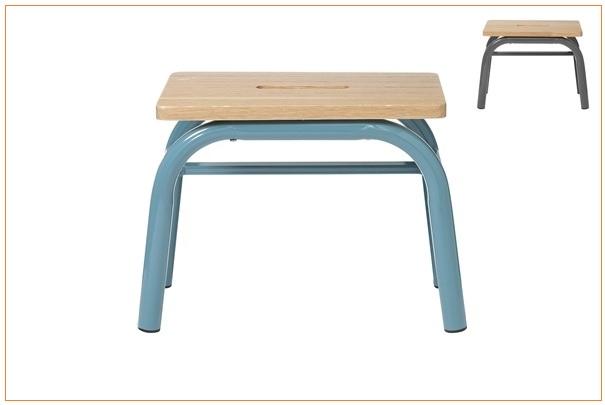 rappel de marchepieds avec assise en bois de la marque hema. Black Bedroom Furniture Sets. Home Design Ideas